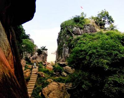 Indahnya Pesona Alam Batu Lawang Cirebon