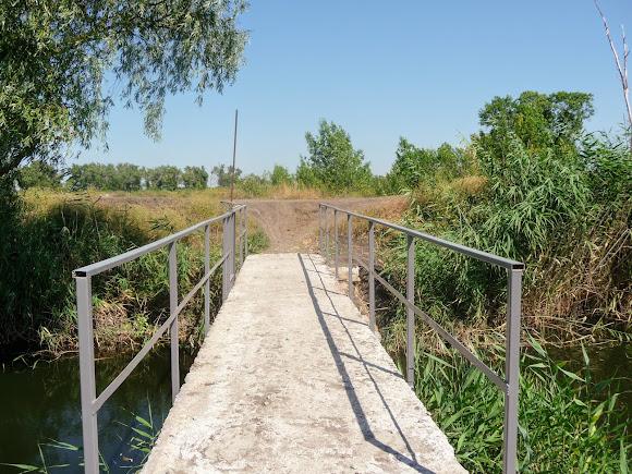 Река Волчья. Ландшафтный заказник «Бакаи». Дренажный канал. Шлюз