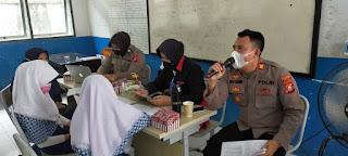 Tim Vaksinator Door to door Polres Pelabuhan Makassar berikan Layanan Vaksin ke Pelajar SMP Negeri 45