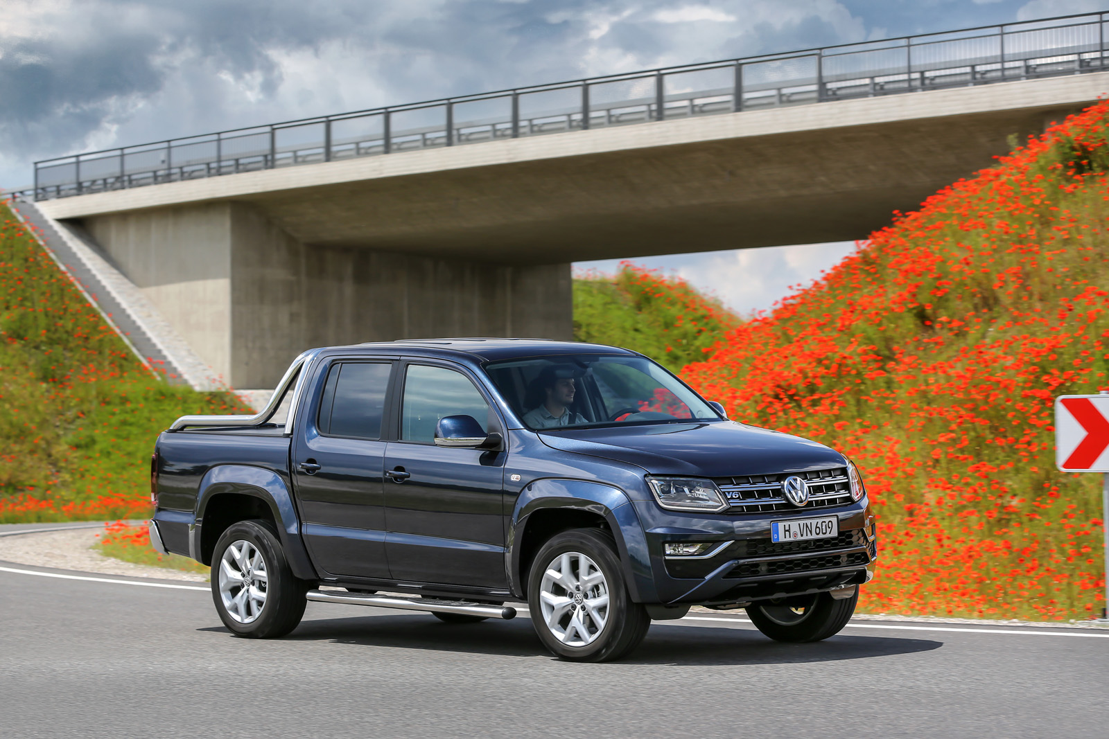 Vw Diesel Truck >> 2017 VW Amarok Gets 201 HP Diesel Engine, Canyon Edition | Carscoops
