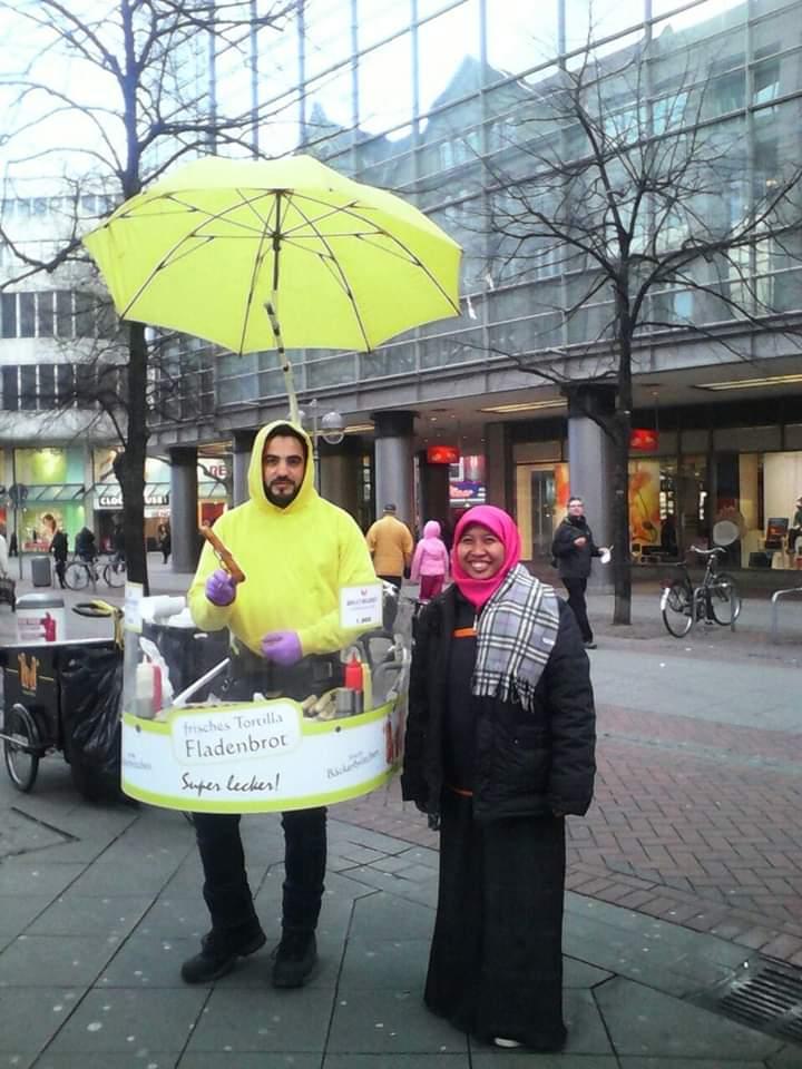 Jilbab Menyelamatkan Perutku