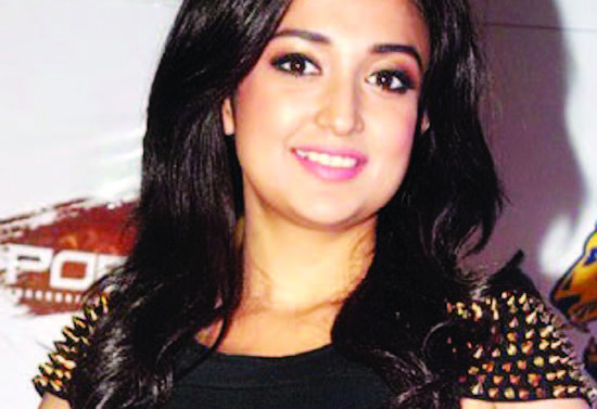 Monali Thakur Wiki, Height, Weight, Age, Husband, Family and Biography