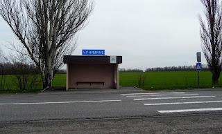 Чунишине. Автобусна зупинка на трасі М-04