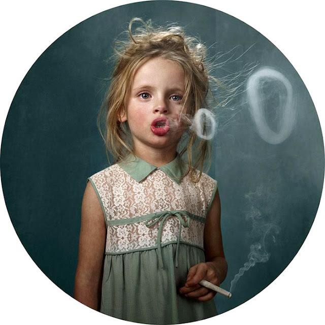 """El controvertido arte fotográfico en los """"niños fumadores"""" de Frieke Janssens"""