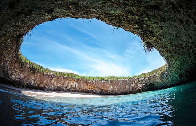 Playa de Amor, Islas Marietas, México
