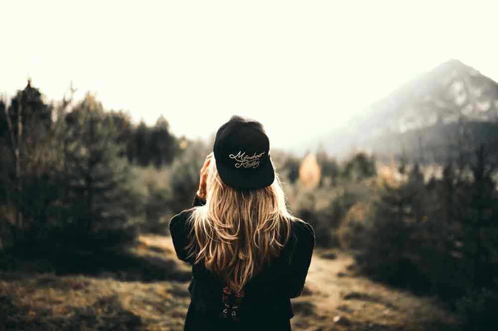 Cách chọn kiểu tóc nữ hợp các kiểu mũ hiện đại thời trang
