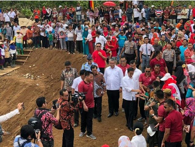 Hasil gambar untuk jokowi di dharmasraya sumbar