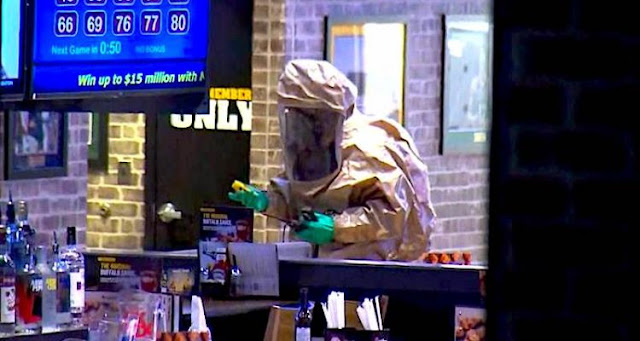 Two daily cleaning products have generated toxic fumes in a restaurant, killing an employee