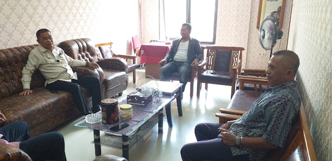 Wakil Bupati Tiba - Tiba Datangi Kantor KPU Selayar di Ruas Jalan Achmad Yani, Benteng.