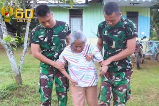Pengabdian Prajurit TNI Rawat Mbah Ompong Yang Hidup Sebatang Kara di Papua