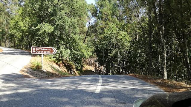 Placa de direções Barragem Queimadela