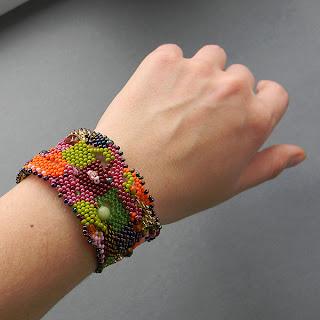 купить необычные украшения ручной работы фриформ браслет из бисера