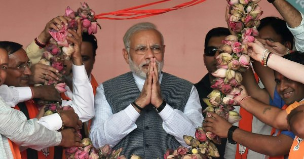 Kamal, weak hands in Gujarat and Himachal, BJP steeped in celebration