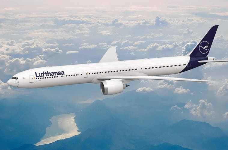 Lufthansa's First Boeing 777X Spotted In Seattle