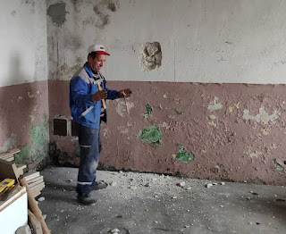 Bekir showing how thick the wall is, roughly