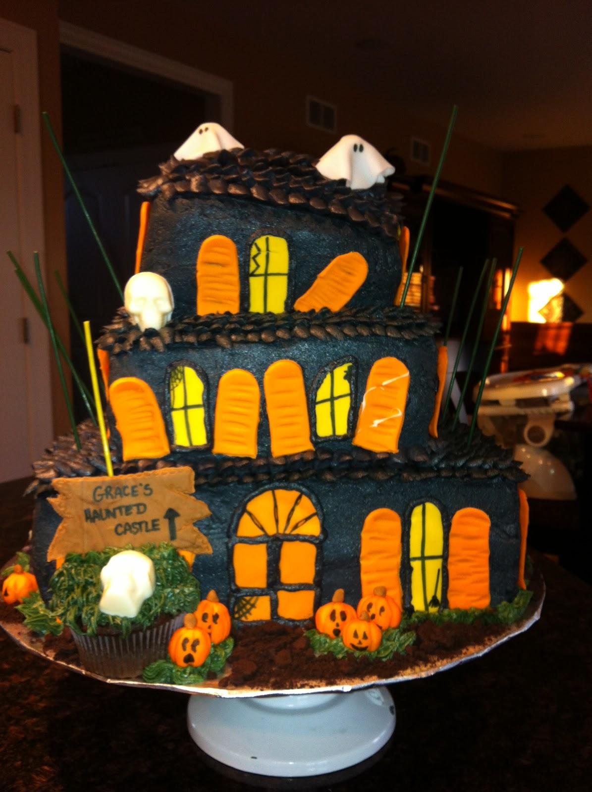 It S Sweet Haunted House Cake