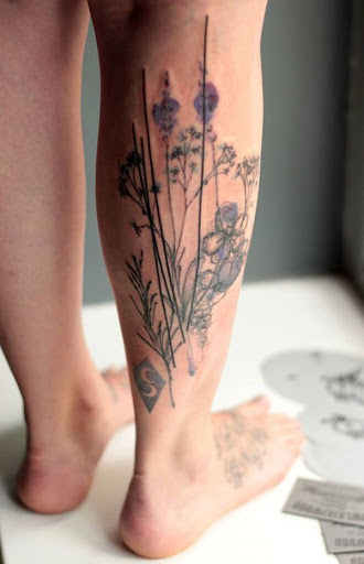 As fêmeas são geralmente os que ficam flor tatuagens. Mas os homens não tem que ter medo ter um, especialmente quando essa flor é o melhor jeito de contar a sua mensagem.