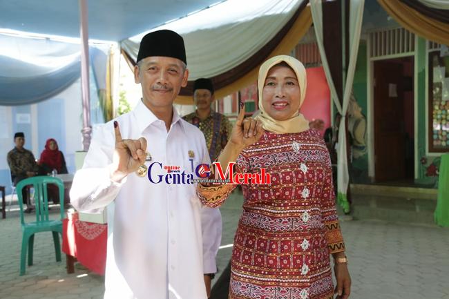 Sujadi Bersama Istri Salurkan Suara Pilkakon di TPS Gemahripah