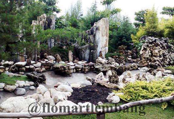 Taman Batu Floating Market Lembang