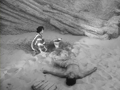 Resultado de imagen de la mujer de las dunas