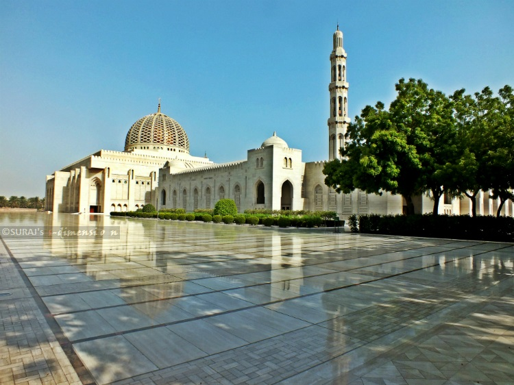 Keindahan Masjid Agung Sultan Qaboos di Muscat Oman