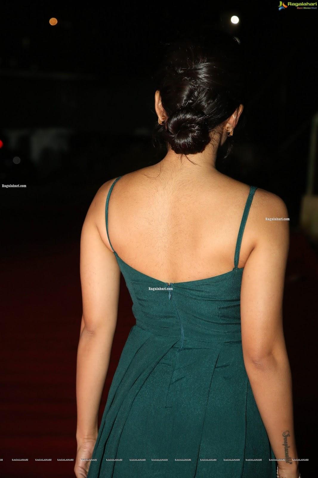 Rashmika Mandanna Goes Backless