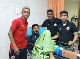 Bruno Matos Jenguk Kiper Persib Deden Natshir yang Cedera
