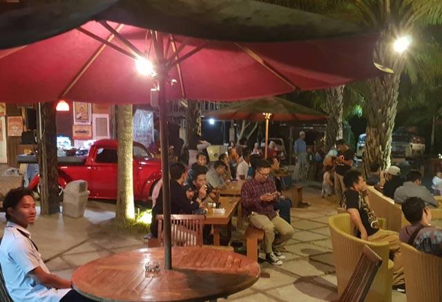 Banjarbaru boleh dibilang syurganya pecinta kuliner. Banyak cafe berdiri, mulai dari cafe romantis hingga cafe yang menyuguhkan beragam kuliner modern sampai jadul yang kini kian populer.