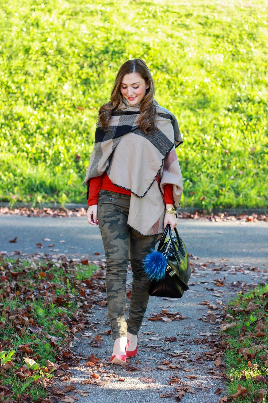 Outfitinspiration Military Hose von Zara - Givenchy Tasche - Poncho - My Colloseum - Fashionstylebyjohanna Outfitinspiration