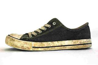Cara Menghilangkan Noda Kuning pada Sepatu dengan Ampuh