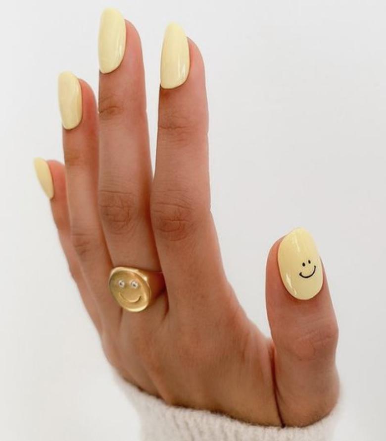 Cheerful summer nail art | www.biblio-style.com
