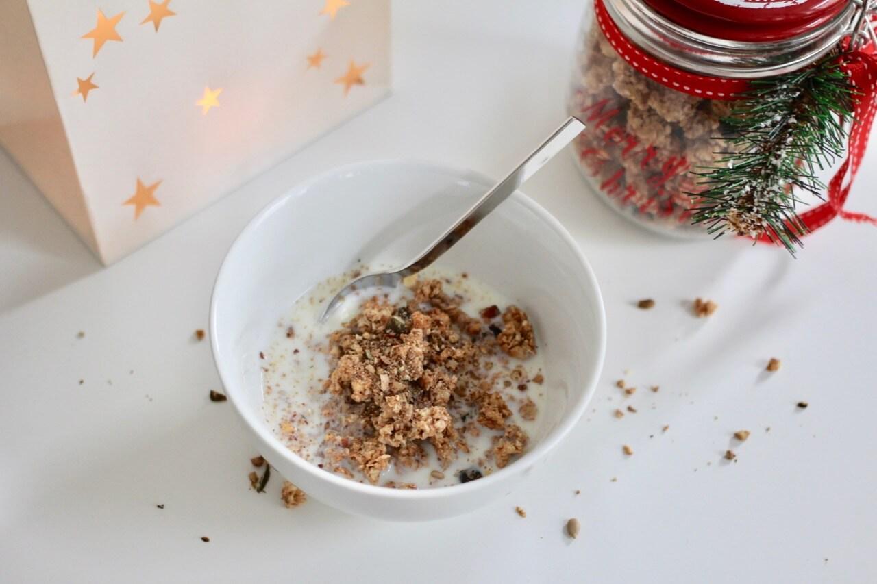 Weihnachtliches Knuspermüsli selbermachen