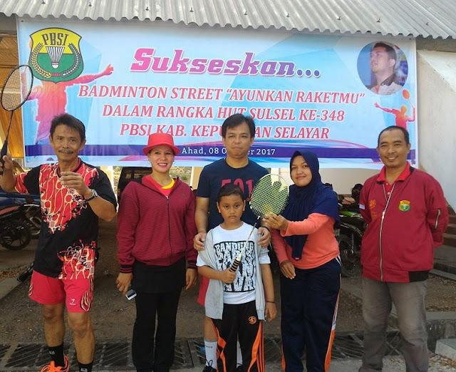 """Ratusan Pelajar, Ikut """"Badminton Street"""" Meriahkan HUT Sulsel 348 Di Selayar"""