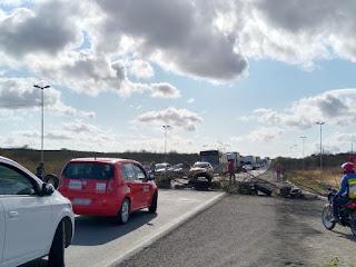 Protesto de motoristas de transporte alternativo interdita rodovias do Sertão