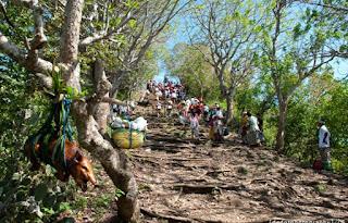 http://www.teluklove.com/2017/01/pesona-keindahan-wisata-pura-bukit.html
