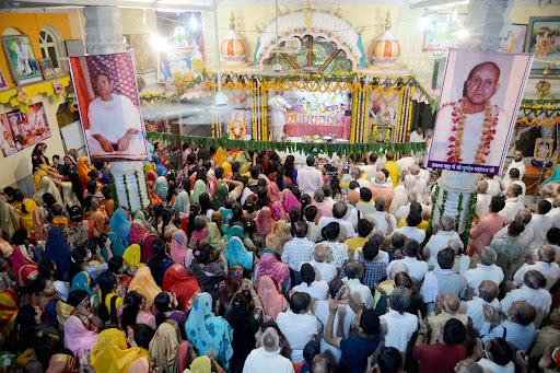 Gurudhaam-Radha-Prakatyotsav-श्रीराधातत्व-एवं-उनकी-महिमा-पर-हुआ -धर्म-प्रवचन