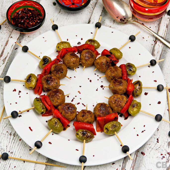 Recept Spaanse spiesjes met gehaktballetjes, paprika en gegrilde olijven