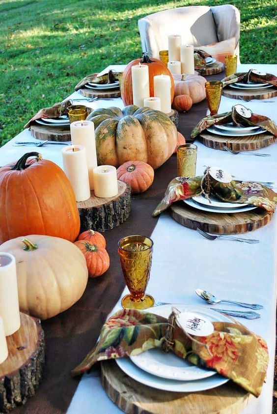 Thanksgiving tablescape decorating ideas with natural elements