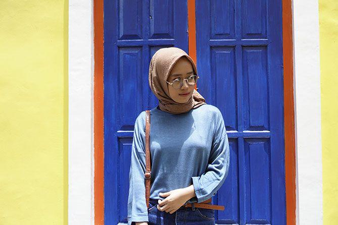 Berfoto di spot warna-warni