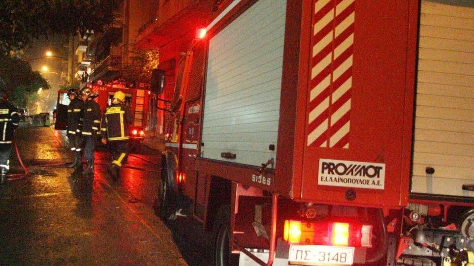 Στις φλόγες τυλίχτηκε χθες βράδυ αποθήκη ξυλείας στη Κοιλάδα Λάρισας