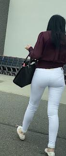 Bonito culito pantalones ajustados calle