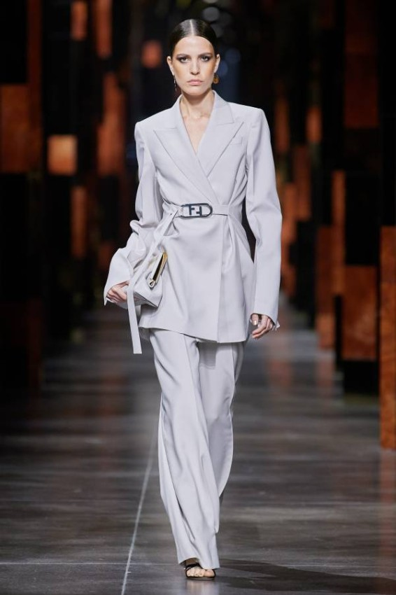 Dresses with different cuts We also saw on the show long dresses with a butterfly cut, with simple harmonious drawings, and the choice of a waist belt to adorn the models' waist, in addition to the long, modest dresses with colorful touches of silk satin materials.