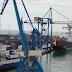 Heridos dos trabajadores del Puerto de Castelló que quedaron colgados de una grúa