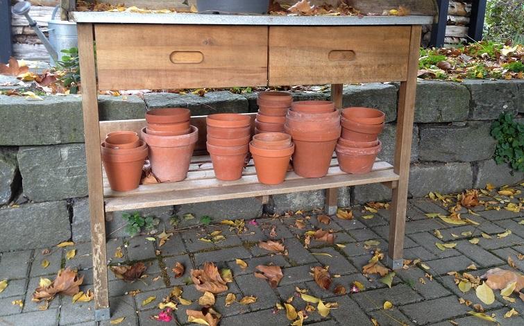 Herbstzeit Töpfe sauber machen