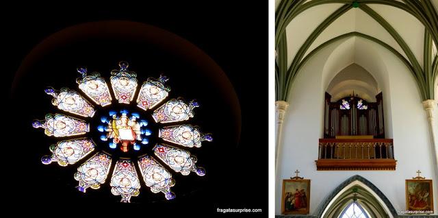 Vitral e o órgão da Igreja do Santuário do Caraça, Minas Gerais