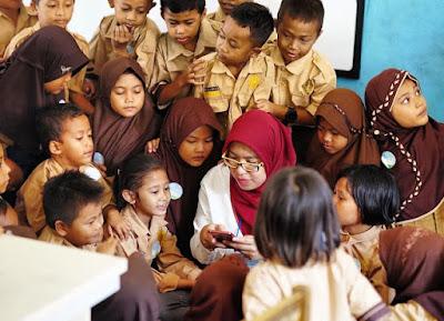 Bersama anak-anak SD Selapajang Jaya