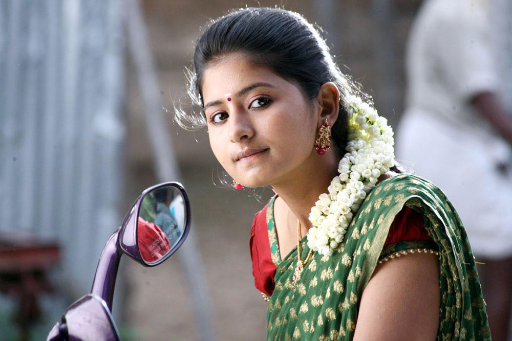 Way 2 Gossips: Reshmi Menon Cute Photos In Theneer Viduthi