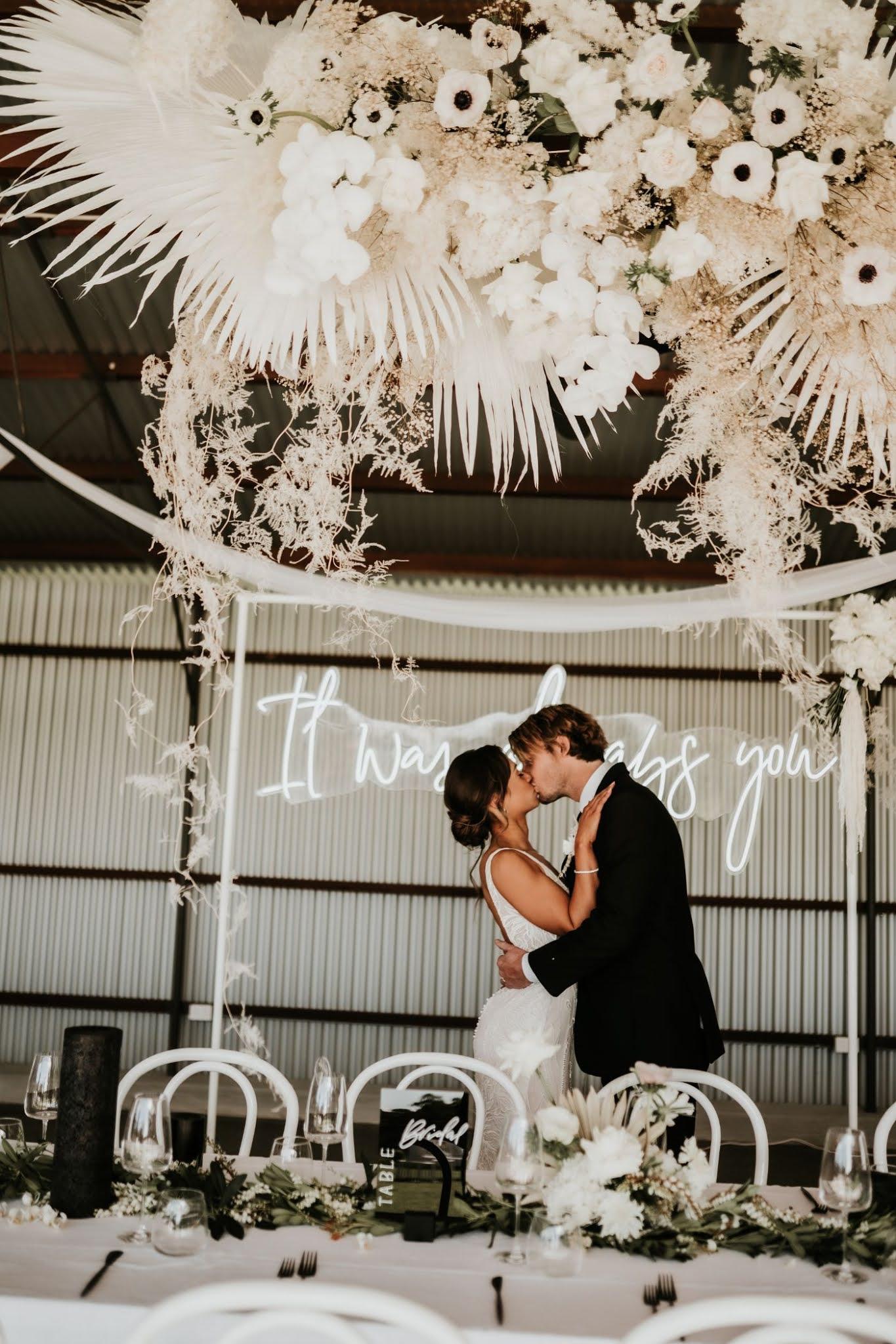 STYLED SHOOT: MARVELLOUS MONOCHROME | STUNNING INTIMATE WEDDING EDITORIAL PEATS RIDGE NSW