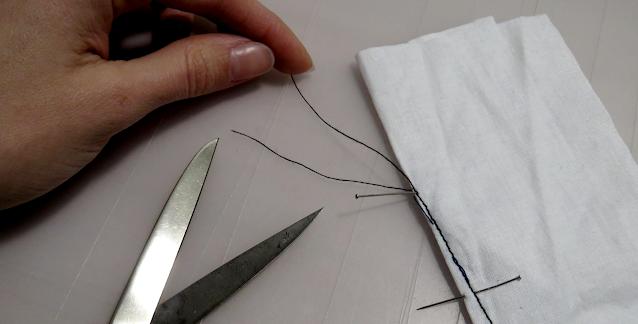 Hilos sobrantes de costura de la punta de pinza