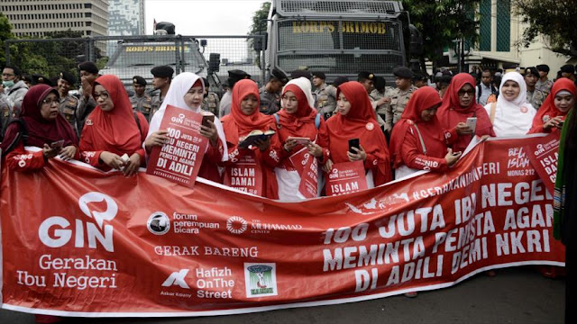 Indonesios protestan contra gobernador de Yakarta por blasfemia